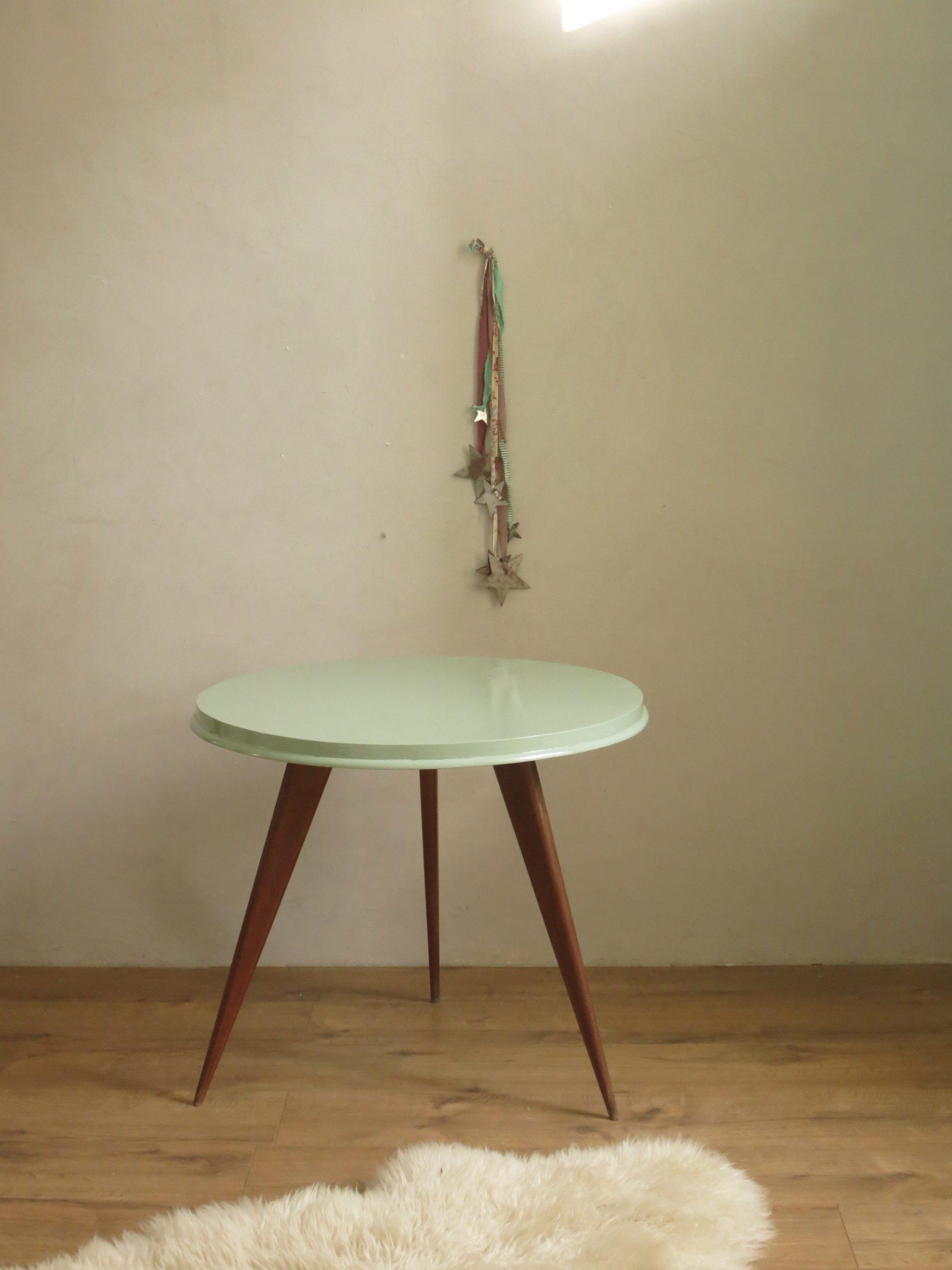 petite table pieds compas c 39 est vintage commodes tables et buffets vintage. Black Bedroom Furniture Sets. Home Design Ideas