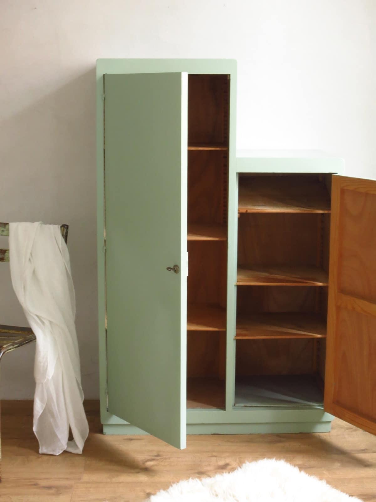 armoire escalier armoire vintage vert de gris ann es 50. Black Bedroom Furniture Sets. Home Design Ideas