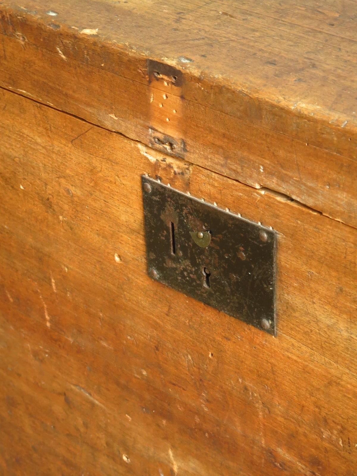 Malle Voyage Ancienne Bois malle ancienne bois coffre en bois armoire vintage banquette