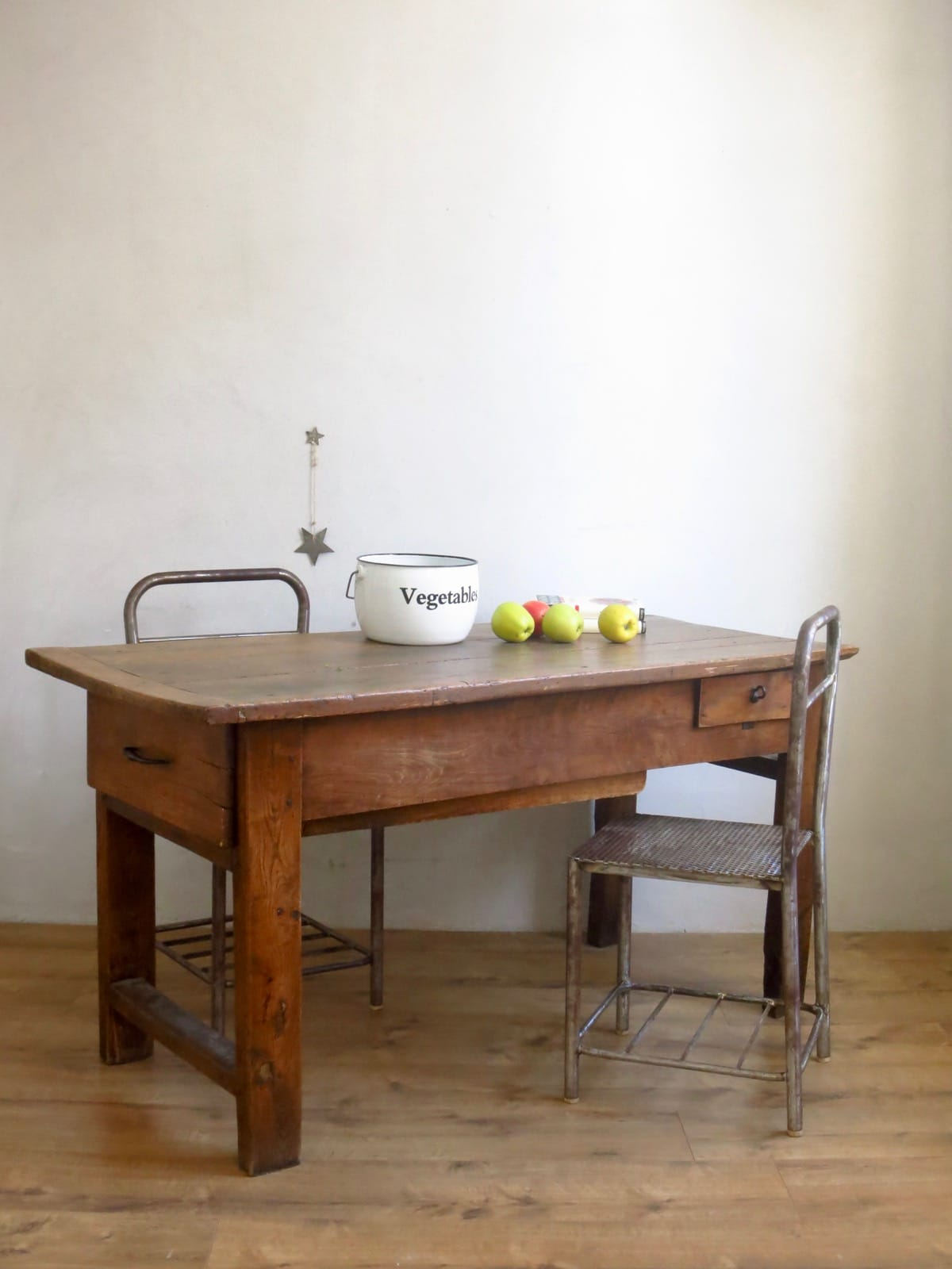 cestvintage trendy giulia castagnoli cestvintage with cestvintage best etabli ancien en bois. Black Bedroom Furniture Sets. Home Design Ideas