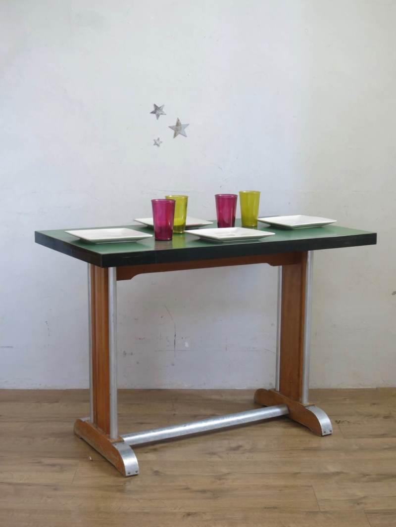 Table de bistrot en formica et zinc.