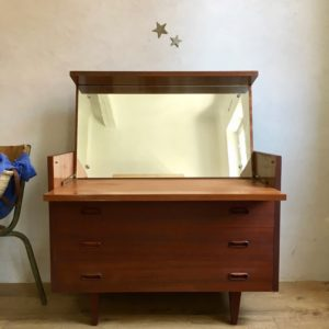 Commode chemin de fer scandinave