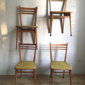 Chaise vintage skai jaune